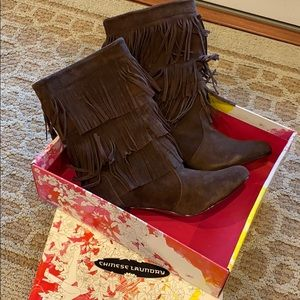 New Brown Fringe Boots Size 8.5 Chinese Laundry
